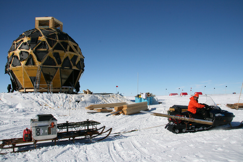 British Antarctic Survey radar measurements. <br /> <br /> British Antarctic Survey laver radarmålinger.<br /> Photo: Dorthe Dahl-Jensen