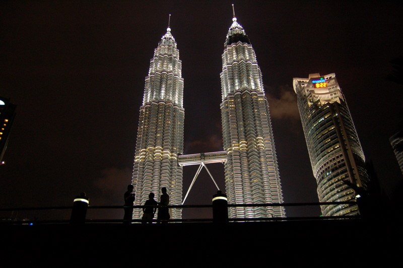 3 petronas at night