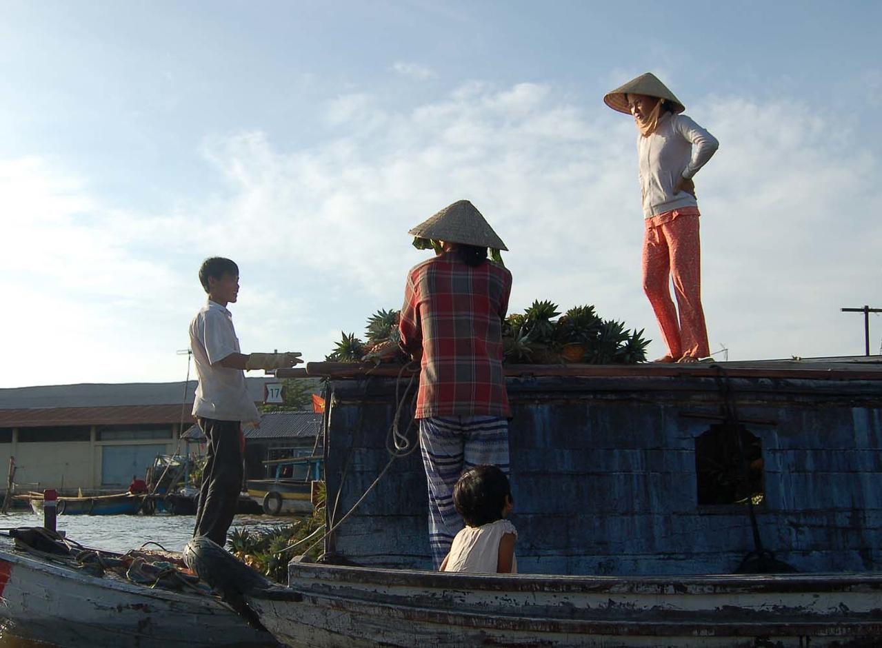 48 floating market