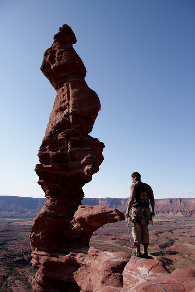 Kelsey Gray pauses before the spiraling topout of <i>Stolen Chimney 5.10</i> on Ancient Art in the Fisher Towers.