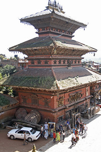 Day 1: Guided tour of the ancient city and UNESCO site of Baktapur by our wonderful informative guide Nahryan.