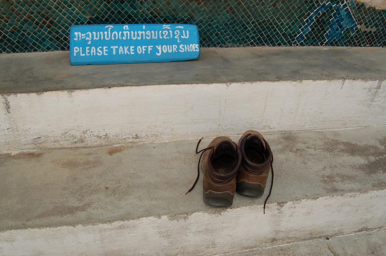 Please remove shoes (I should have taken sandals)