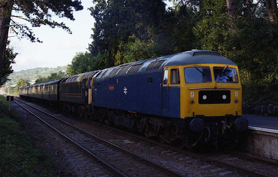 47105 + 47701 are pictured on arrival at Cheltenham Race Course with the 1915 from Toddington (01/08/2008)