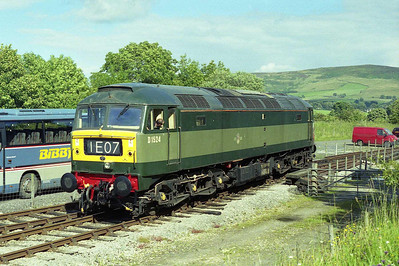 Later that afternoon, 47004 is pictured again whilst running round at Bolton Abbey after working 1L22 1430 from Embsay (20/07/2008)