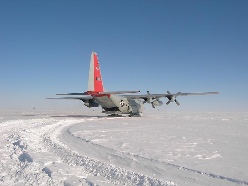 The year's first skier ready to take off. <br /> <br /> Årets første fly er klar til afgang.