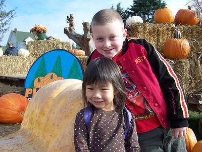 Noah and Kaara at Plumper Pumpkin Patch october 25, 2008