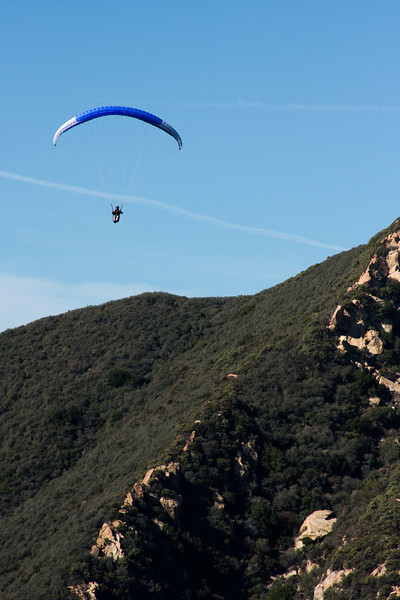 A whole group of hang gliders took off uphill from us and made their way down the valley with little effort.