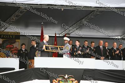 Under Secretary Pete Geren receives gift from Class President Cadet Adrian Perkins