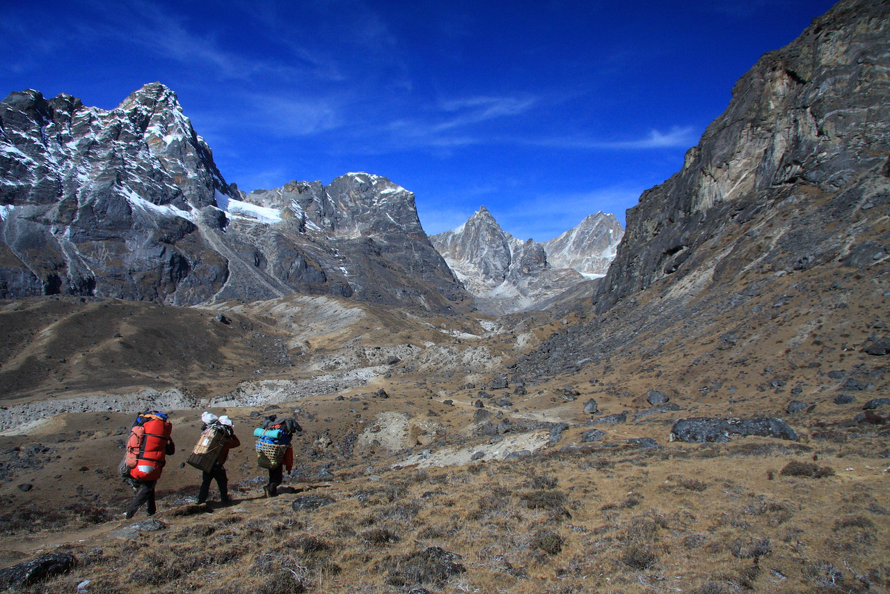 Porters on the trail to Dzonghla lodge and camp before we ascend the Cho La pass