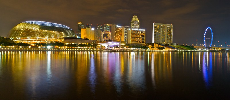 """Looking across Marina Bay toward the Esplanade, from the '<a href=""""http://en.wikipedia.org/wiki/Esplanade_-_Theatres_on_the_Bay"""" title=""""Esplanade - Theatres on the Bay - Wikipedia, the free encyclopedia"""">Esplanade—Theatres on the Bay</a>' to the '<a href=""""http://en.wikipedia.org/wiki/Singapore_Flyer"""" title=""""Singapore Flyer - Wikipedia, the free encyclopedia"""">Singapore Flyer</a>', which is currently the largest ferris wheel in the world, and opened on 1st March 2008."""