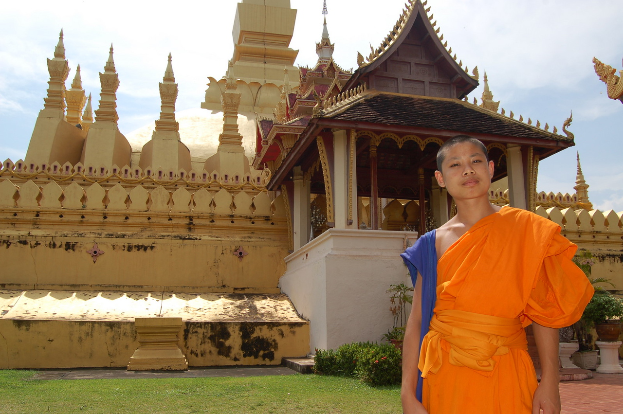 Mini monk at Pha That Luang