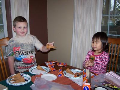 Noah and Kaara make fruit snack cornucopias for decorations