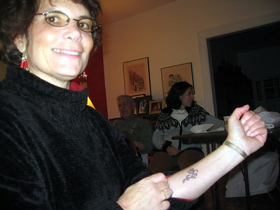 Hope displays the tattoo she got in Florida two days earlier, in solidarity with her sister for her sister's 50th birthday.