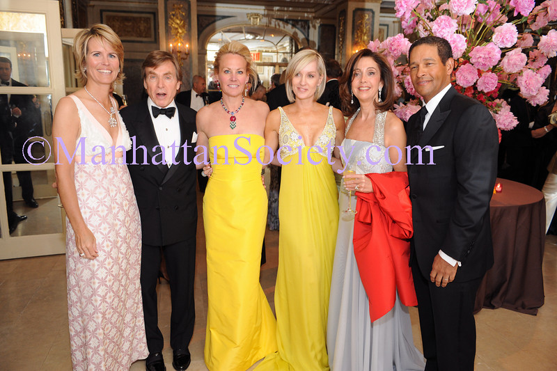 NEW YORK-MAY 29: Leslie Jones, Dr. Sherrell Aston, Muffie Potter Aston, Hilary Quinlan, Alicia Bouzán Cordon & Bryant Gumbel attend The First Annual Society of Memorial Sloan Kettering Cancer Center's Spring Ball on Thursday, May 29, 2008 in the Ballroom at The Plaza Hotel, 768 Fifth Avenue, New York, NY  (Photo Credit: ©ManhattanSociety.com by Gregory Partanio)