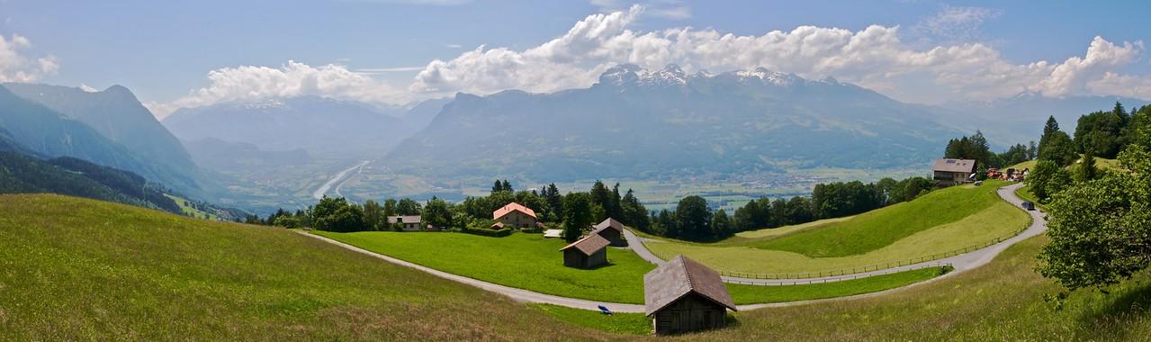Undulating • On the walk from Malbun to Triesenberg