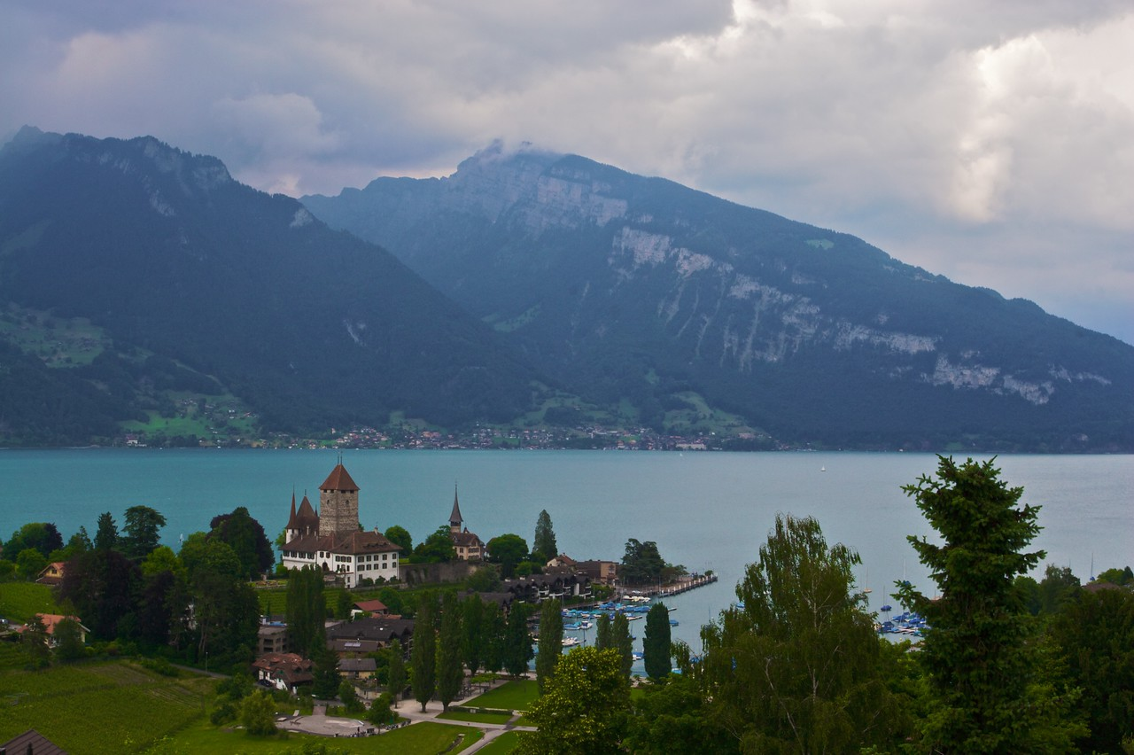 Spiez • The castle of Spiez, on the bank of Thunersee.