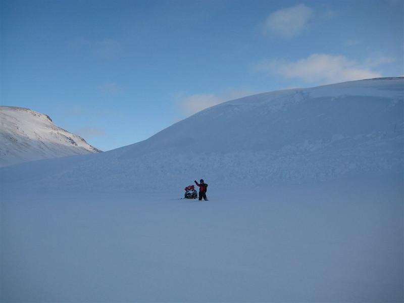 Hér féll lítið snjóflóð eftir að við skárum í brekkuna. Púðrið var um 1,5m ofan á harðar snjólagi.