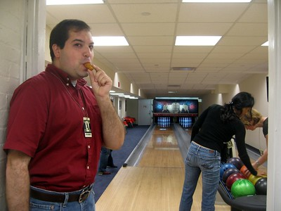 Craig enjoys a mozzarella stick while bowling at the White House.  It's a wonderful country.