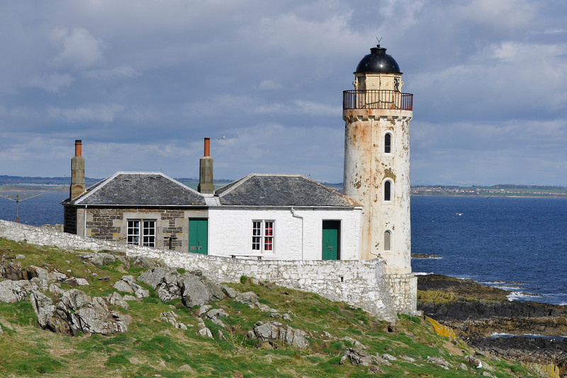 """<DIV ALIGN=RIGHT><i><a class=""""nav"""">© Felipe</a></i></DIV> 03-05-2010  Low Light lighthouse  <a href=""""http://en.wikipedia.org/wiki/Isle_of_May"""" >Isle of May</a>"""
