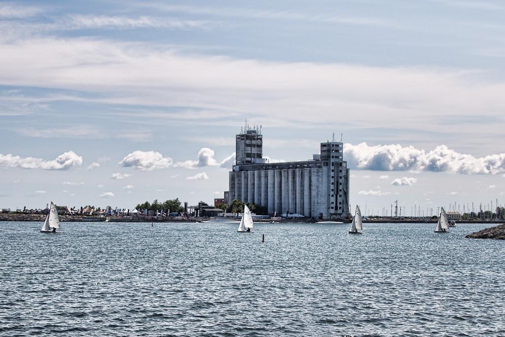 Harbour's a-happenin' place