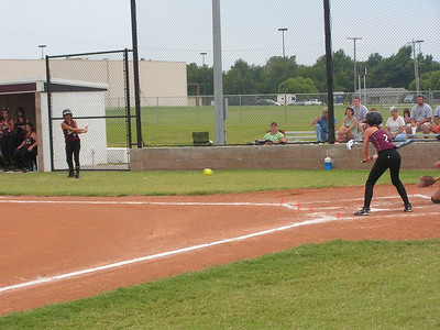 PICT4133 Chelsea Eube  got a hit against the lady metros 8-15