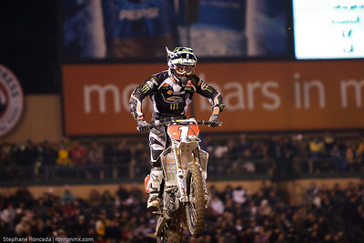 anaheim1_lites_mainevent75