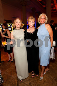 Elizabeth Deane, Ruth Bowman, PBS President and CEO Paula Kerger. 2009 Noche de Gala. Corcoran Gallery of Art. September 15 , 2009. photos by Tony Powel