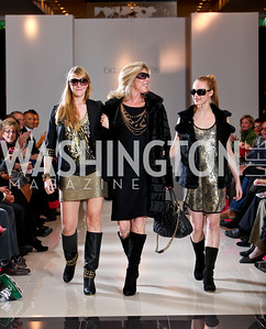 Phoebe Eliopoulos and Daughters Alexa and Nikki Ciesinski. Runway En Releve REdux Fall Fashion Show to Benefit The Washington Ballet. Bloomingdale's Chevy Chase. November 13, 2009. photos by Tony Powell