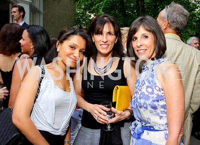 Natasha Bobo, Bonni Curran, Beth Dozoretz (Photo by Tony Powell)
