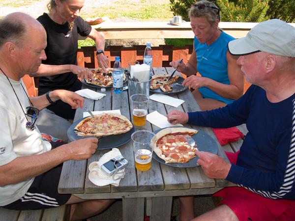 På Iniö hittade vi en pizzeria som satt bra.