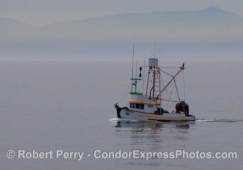vessel seiner Pieface Sta Cruz Isl in back 2009 02-21 SB Channel - 323modCROP