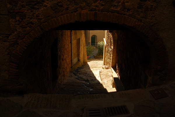 A view to the lower streets in Roccatederighi