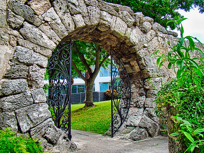 Par-la-ville Park (Moon Gate)