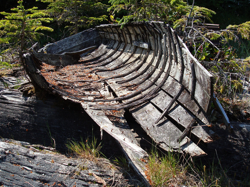 Wooden boat for sale: fixer upper. Cheap!