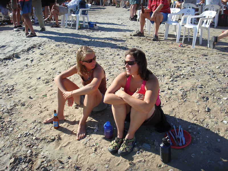 Christy chillaxin' with Kristin from s/v Allymar
