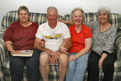 20091107 Dad and Sisters