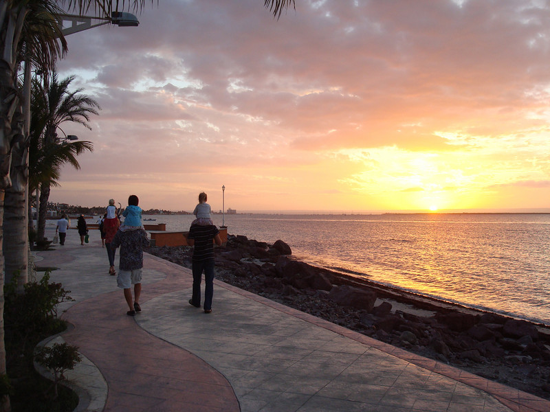 walking the Malecon back to the dinghies