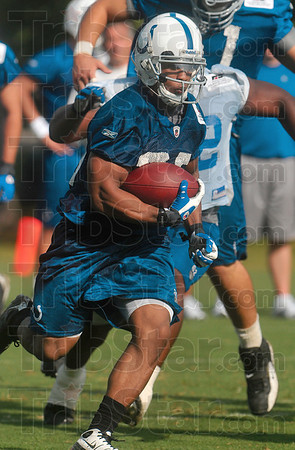 Tribune-Star/Joseph C. Garza<br /> 100%: Indianapolis Colts running back Chad Simpson bolts through the defense at full speed during team practice Monday at Rose-Hulman.