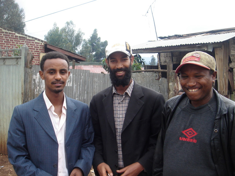 ENSZO members outside the weavers commune in Kechene.