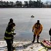 20090108_bridgeport_conn_fd_ice_rescue_training_lake_forest_DP-110