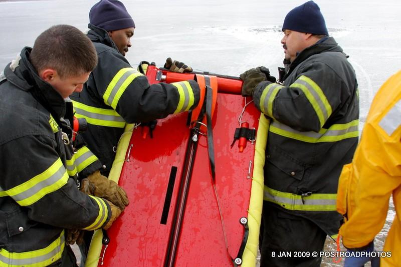 20090108_bridgeport_conn_fd_ice_rescue_training_lake_forest_DP-144