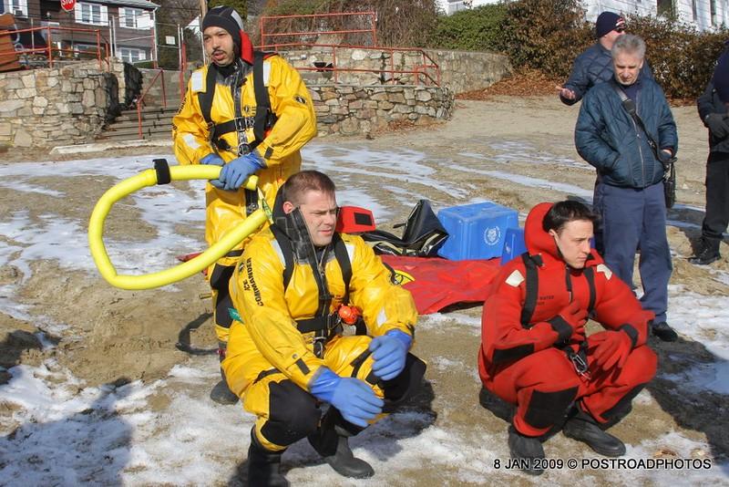 20090108_bridgeport_conn_fd_ice_rescue_training_lake_forest_DP-104