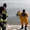 20090108_bridgeport_conn_fd_ice_rescue_training_lake_forest_DP-109