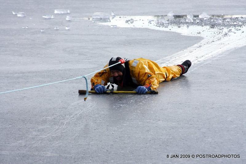 20090108_bridgeport_conn_fd_ice_rescue_training_lake_forest_DP-116