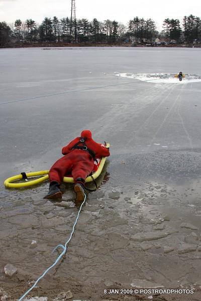 20090108_bridgeport_conn_fd_ice_rescue_training_lake_forest_DP-134