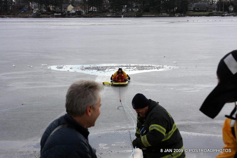 20090108_bridgeport_conn_fd_ice_rescue_training_lake_forest_DP-129
