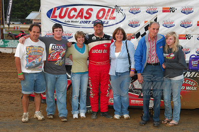 Earl Pearson, Jr. with members of MastersBilt Race Cars in Victory Lane @ Brownstown Speedway.