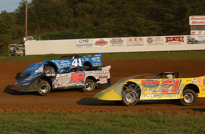 71 Don O'Neal, 18 Shannon Babb and 41 Josh McGuire battle for the lead @ the Jackson 100.