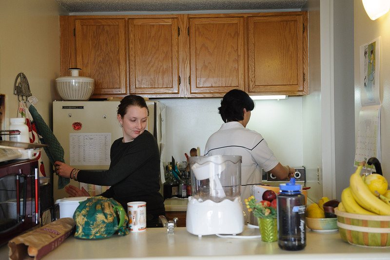Ye and Katrin in the kitchen