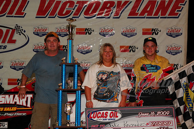 Jake Knowles in Victory Lane with parents Wade & Cindy Knowles @ Cleveland Speedway